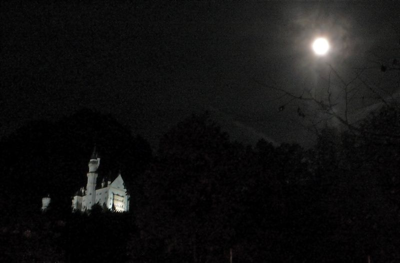 Full moon neuschwanstein